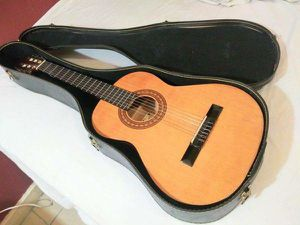 3/4 Scale Acoustic / Classical Guitar w Hard Case in New Condition for Sale in Los Angeles, CA
