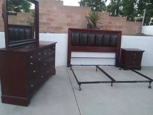 Wood King Bedroom Set for Sale in Fontana, CA