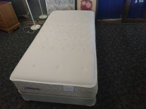 Mattress & box spring for Sale in Cleveland, OH