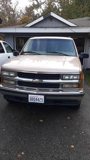 1999 Chevy suburban 4×4 automatic for Sale in Port Orchard, WA