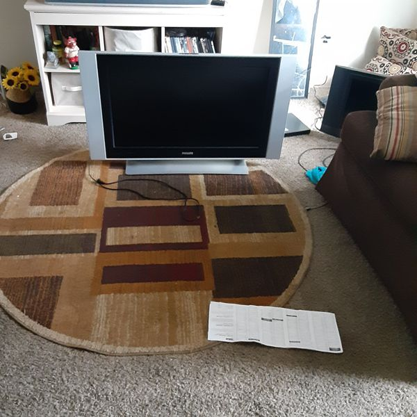 40 inches Phillips tv asking 100 r best offer