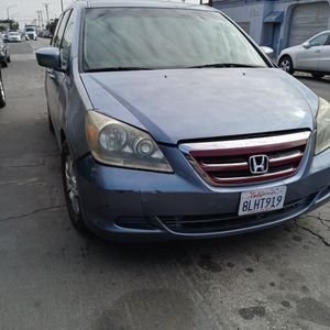 2005 Honda Odisea ,blue Salvage Title ,miles Around 130 . Its for 8 Passengers ...... for Sale in Long Beach, CA