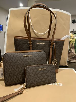 Brand new !!! 💯 Real!!! Michael kors tote+ east west crossbody + wristlet wallet bundle deal!!! **** firm price**** for Sale in Pomona, CA