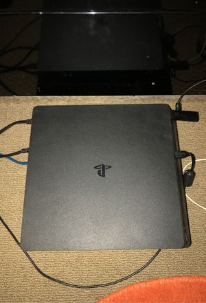 Ps4 Slim w/ headset for Sale in Long Beach, CA