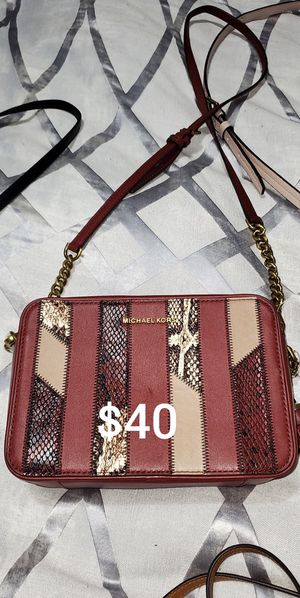 Michael kors crossbody for Sale in Portland, OR