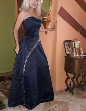 Woman's formal dress size 1-4 for Sale in Sanger, CA
