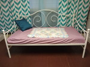DHP Victoria Daybed, twin, with memory foam mattress and mattress cover for Sale in Tullahoma, TN