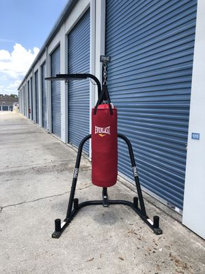Everlast punching bag with stand for Sale in Oviedo, FL