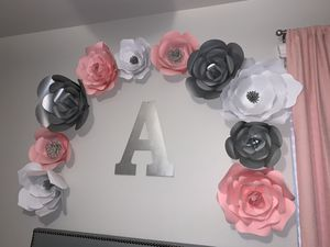 Room decor (paper flowers ) for Sale in Conroe, TX