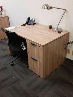 """Small Aspen Desk 48""""×30"""" for Sale in Tigard,  OR"""