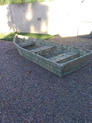 11 foot long aluminum flat bottom camo boat with paddle for Sale in Apache Junction, AZ