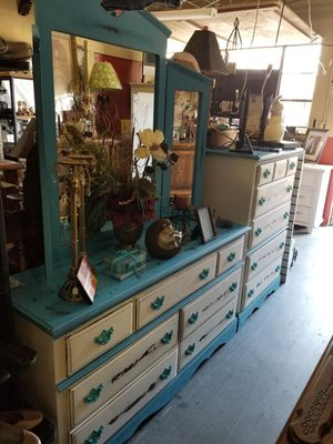 Brighten up your bedroom with this 3 piece turquoise for Sale in Tupelo, MS