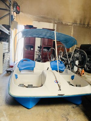 Sun Dolphin pedal boat 5 seater for Sale in Long Beach, CA