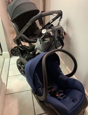 Quinny Moodd Stroller with Car Seat and adapters for Sale in Miramar, FL