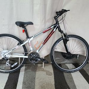 "Trek 830 mountain bike W/front suspension. 26"" wheels, SM 14"" frame. DELIVERY AVAILABLE. for Sale in Hopedale, MA"
