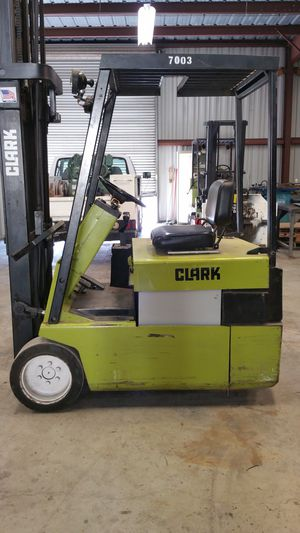 FORKLIFT CLARK ELECTRIC for Sale in Newark, CA