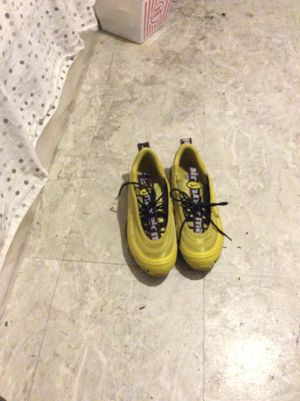 NIKE AIRMAX YELLOW for Sale in Forest Heights, MD