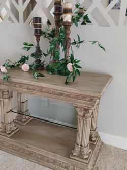 Roman Corinthian Capital Architectural Entry Console Table/Shelf, for Sale in La Center,  WA