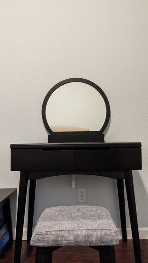 Small Vanity and Chair for Sale in Oakland, CA