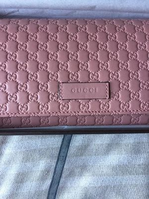 Gucci Women's pink wallet for Sale in Anaheim, CA