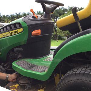 John Deere riding lawnmower3052988993 for Sale in Miami, FL