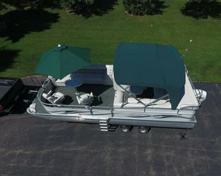 2006 Manitou Legacy Pontoon Boat and Trailer for Sale in Portland,  OR