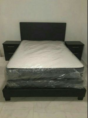 SET BEDROOM TWO NIGTHSTAND, BED,MATTRESS WITH BOXSPRING NEW. for Sale in Miami, FL