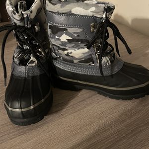 Western Chief Snow Boots For Boy Size 2 Used Only 2 Times for Sale in San Bernardino, CA