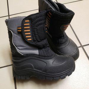 Kids Snow Boots Sz 11 for Sale in Pomona, CA