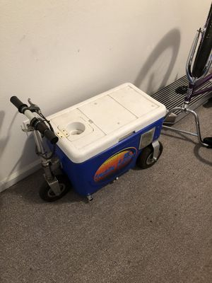 Cruzin cooler for Sale in Fresno, CA