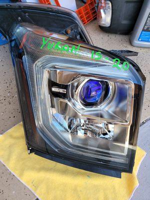 GMC Yukon 2015 2016 2017 2018 2019 2020 right headlight halogen for Sale in Lawndale, CA