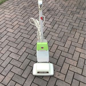 Hoover Floor A Matic Floor Scrubber Shampooing Vacuum - Works for Sale in Happy Valley, OR
