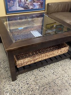 Ethan Allen W/ Basket Coffee Table for Sale in Bellevue,  WA