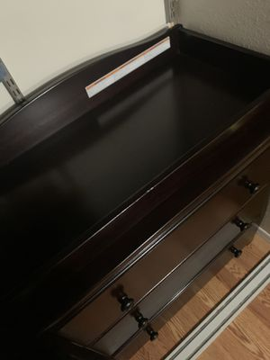 Baby dresser with changing top for Sale in Phoenix, AZ
