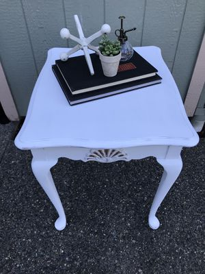 French Provincial Side/End Table for Sale in Buckley, WA