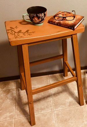 (PENDING) 2 Wood Saddleback Bar Stools for Sale in Puyallup, WA