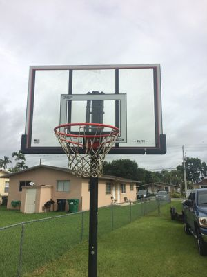 """Lifetime """"shatter proof"""" basketball hoop for Sale in Miami, FL"""