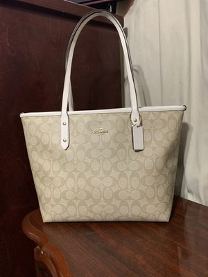 Coach md tote bag for Sale in Los Angeles, CA