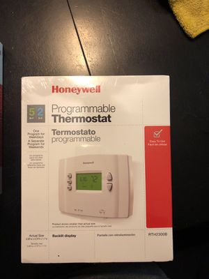 Thermostat Honeywell 5-2 for Sale in Hayward, CA