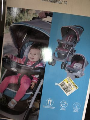 Car seat and stroller for Sale in Detroit, MI