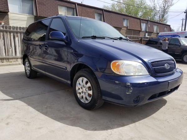 2005 Kia Sedona minivan