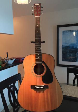 Yamaha Acoustic Guitar w/ hard travel case and stand for Sale in Miami, FL