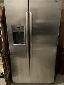 GE Refrigerator for Sale in Lexington,  KY