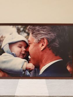 "LARGE (21"" H x 31.25 W), Lightweight FRAMED PHOTO of PRESIDENT BILL CLINTON w/BABY - firm price for Sale in Arlington,  VA"