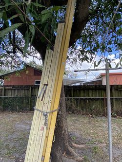 Ladders $40 $60 $150 ( 8ft 10ft 28ft) for Sale in Opa-locka,  FL