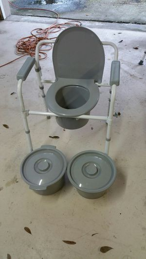 Commode for Sale in Clearwater, FL