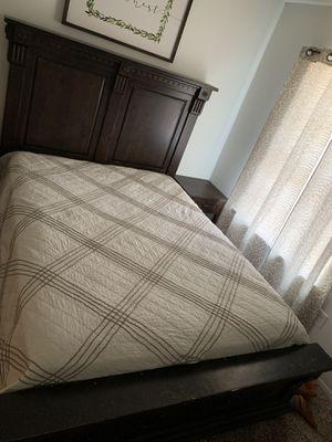 Solid wood queen bedroom set for Sale in Dickson, TN