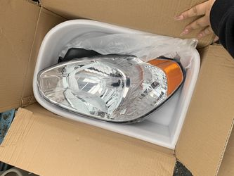 Hyundai Accent 2008 headlight for both sides for Sale in Charlotte,  NC