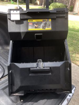 Plastic tool box on wheels for Sale in Richmond, TX