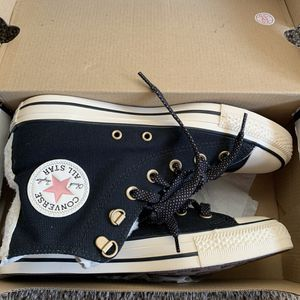 Women's high tops CONVERSE shoes size 8 for Sale in Glendale, AZ